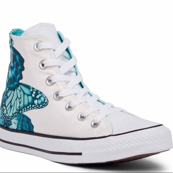 f72859e4e9fe Converse Hi Top Sneakers